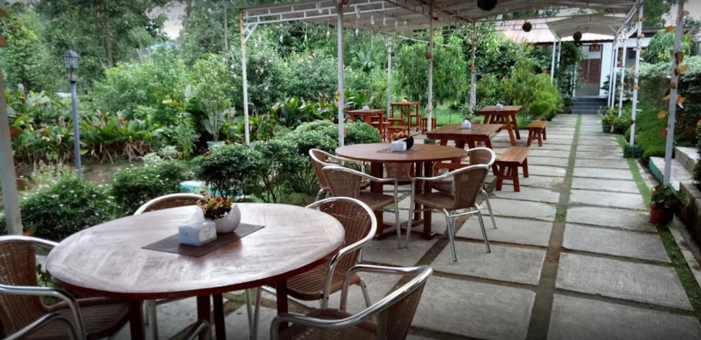 Cafe Keboon – pantai trikora tanjung pinang kepri