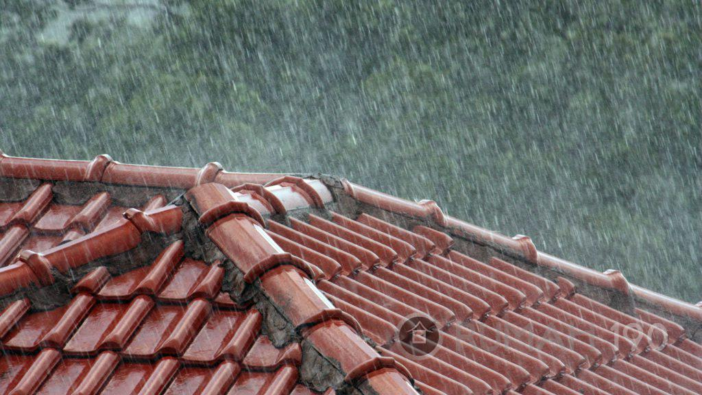 Pastikan Cuaca Sesuai Kondisi - Memilih Atap Rumah